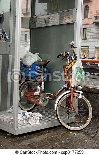 Téléphone, intérieur, vélo, cabine. Téléphone, intérieur, vélo ...