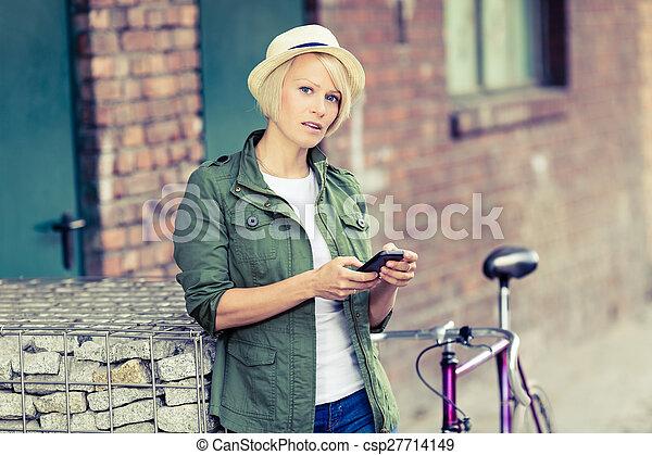 téléphoner femme, hipster, vélo, portrait - csp27714149