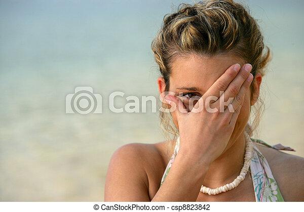 tímido, mujer, playa - csp8823842