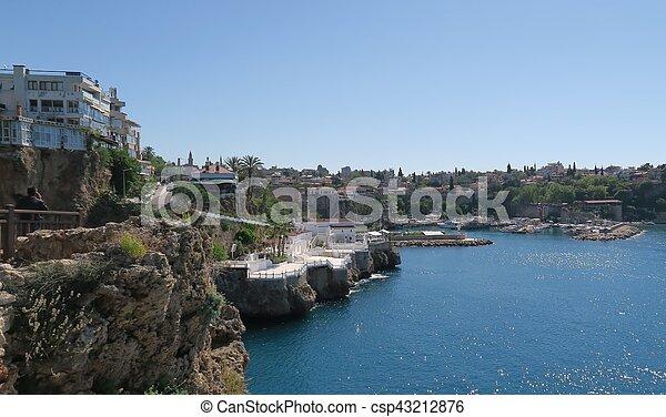 Antalyas schöner Hafen, Segelschiffe, Fischerboote und die Oldtown Kaleici, Truthahn - csp43212876