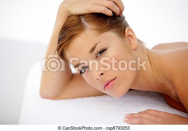 tabela, colocado, mulher, jovem, massagem - csp8793253