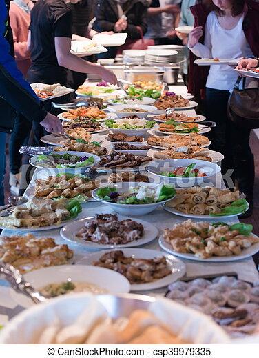 Mesa de comida - csp39979335