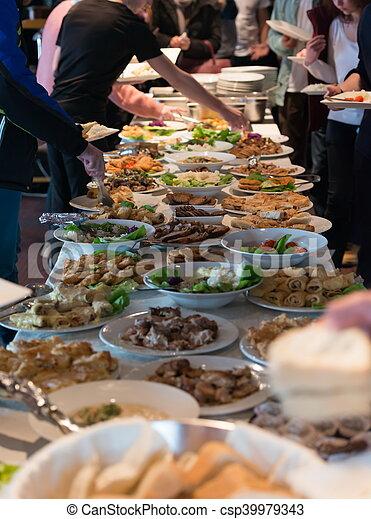 Mesa de comida - csp39979343