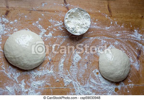 Masa casera en la cocina sobre la mesa - csp59030948