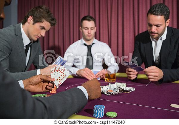 Hombres en la mesa de póquer - csp11147240