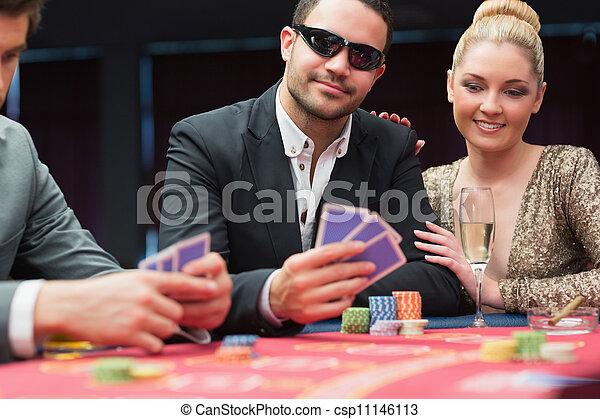 Una pareja en la mesa de póquer - csp11146113