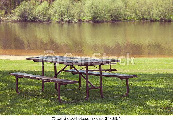 Mesa de picnic - csp43776284