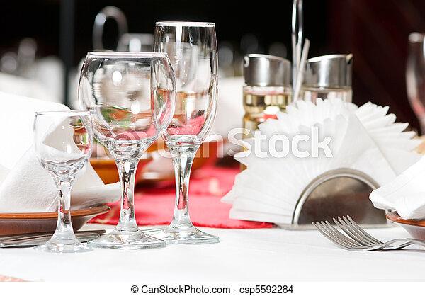 Una mesa de catering cerrada - csp5592284