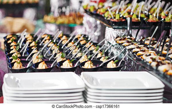 Una mesa de catering - csp17366161