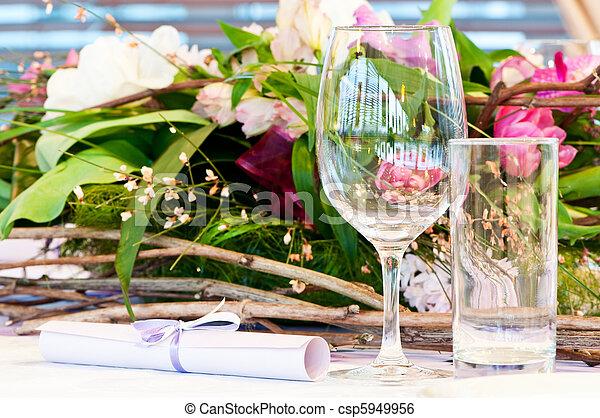 Una mesa de catering cerrada - csp5949956