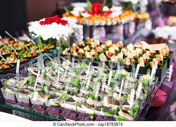 Una mesa de catering - csp18783874