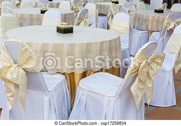 Mesa de restaurante moderna - csp17258834