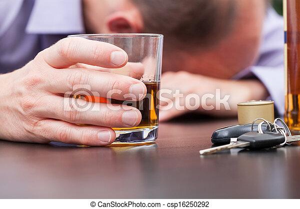 table, alcoolique, dormir - csp16250292