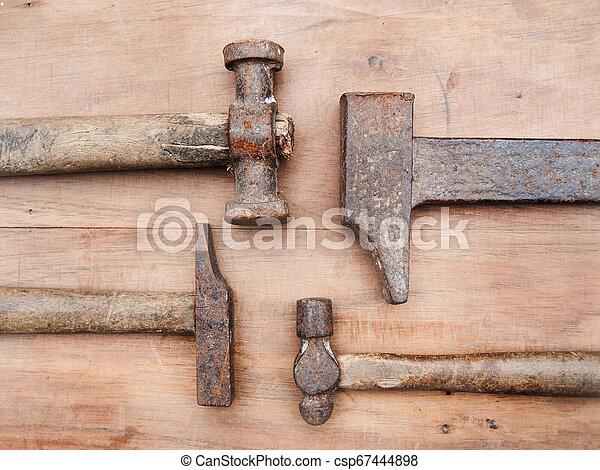 table bois, marteaux, vieux - csp67444898