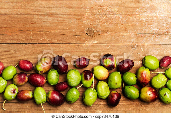 table, bois, olives - csp73470139