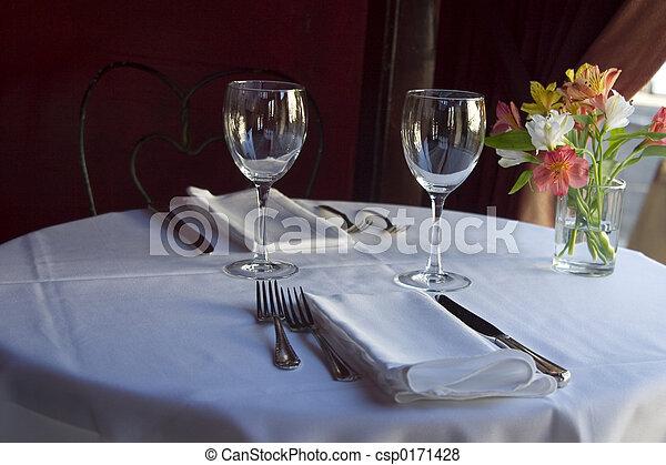 Table setting 5. A nice semi-formal table setting.