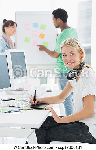tablet, kunstenaar, iets, tekening, grafisch, collega's - csp17600131