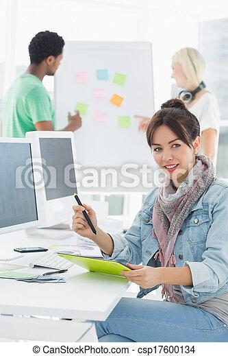 tablet, kunstenaar, iets, tekening, grafisch, collega's - csp17600134