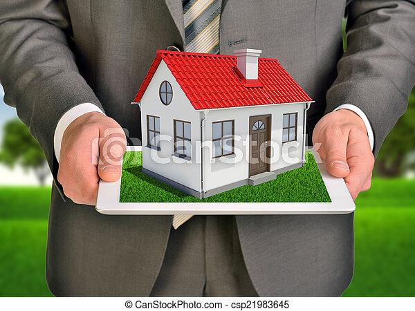 tablette, maison, écran, toit, petit, pc., mains, toucher, prise, rouges - csp21983645