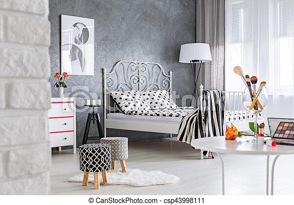 Tafel, slaapkamer, aankleding. Moderne, van een vrouw ...