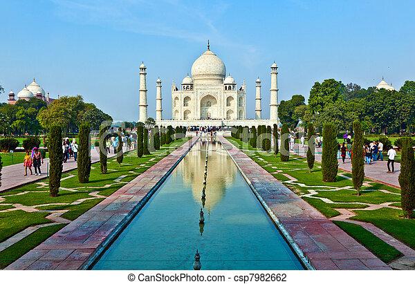 Taj Mahal en la India - csp7982662