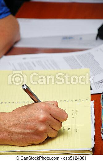 taking notes - csp5124001