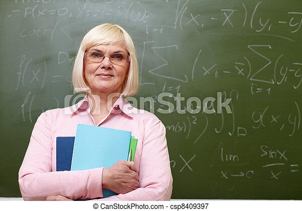 tanár, öregedő - csp8409397
