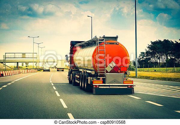 tanque, carretera, coche - csp80910568