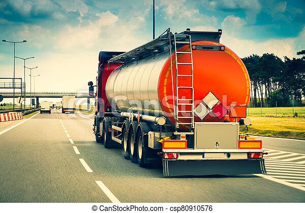 tanque, carretera, coche - csp80910576