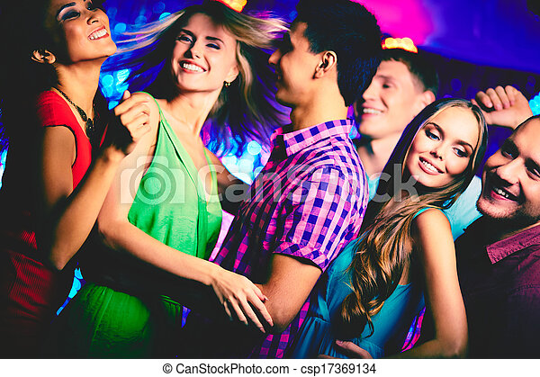 Tanzen in der Disko - csp17369134
