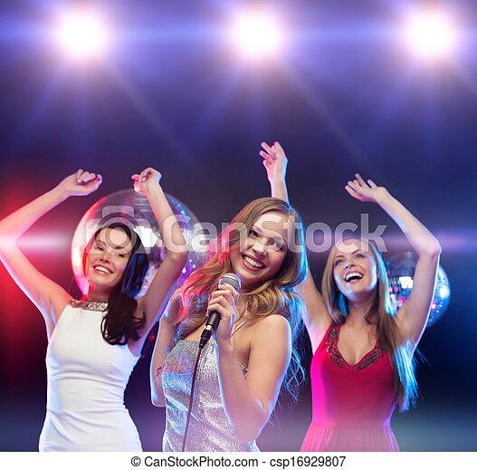 tanzen, drei, lächeln, singende, karaoke, frauen - csp16929807