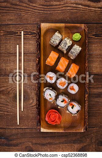 Sushi en la mesa de madera, vista superior - csp52368898