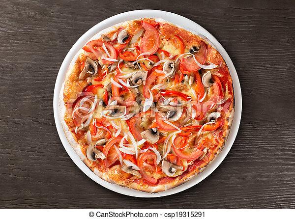 Pizza italiana de primera vista en la mesa de madera - csp19315291