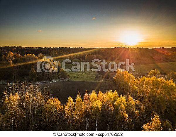 Foto de drones de los campos a finales de otoño - csp54762652