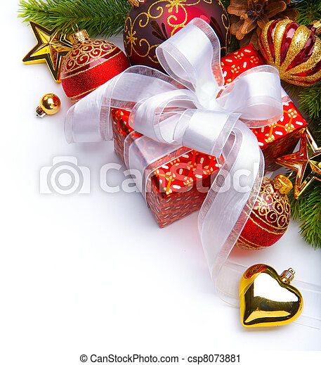 Carta de Navidad con cajas de regalos y adornos de Navidad - csp8073881