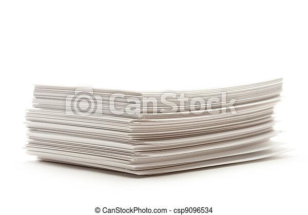 Un montón de cartas de papel - csp9096534