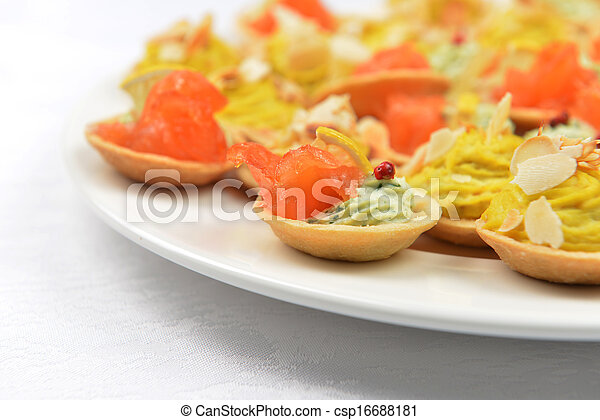 tartlets with salmon - csp16688181