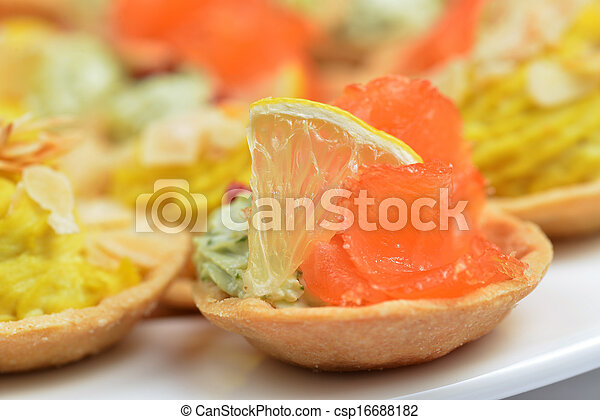 tartlets with salmon - csp16688182