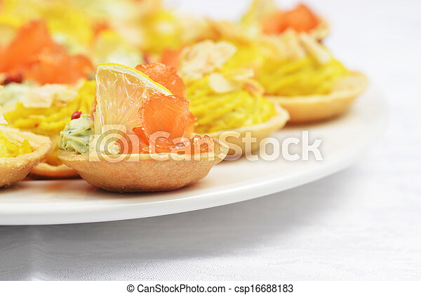 tartlets with salmon - csp16688183