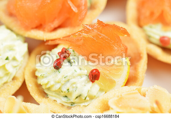 tartlets with salmon - csp16688184