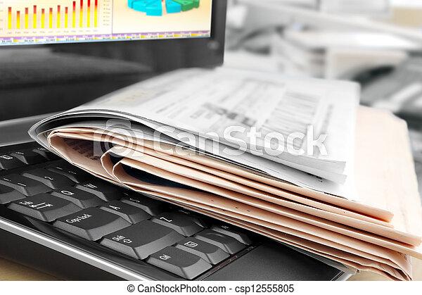 tastiera, giornali - csp12555805