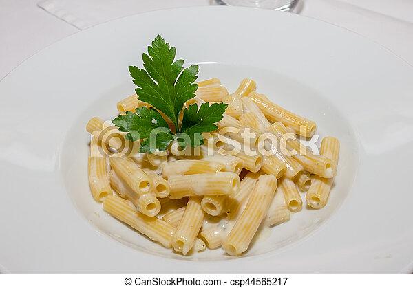 Tasty macaroni 4 cheeses - csp44565217