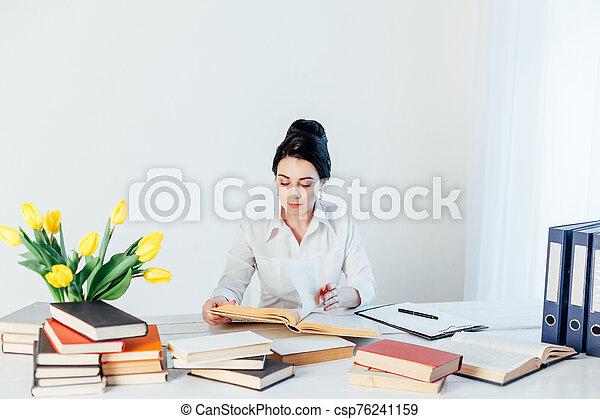 tavola, ufficio, affari, lettura, ragazza, libro - csp76241159