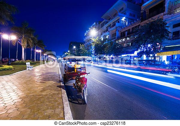 taxifahrzeuge, abend, city., cambodscha, moto, asiatisch, penh, phnom - csp23276118