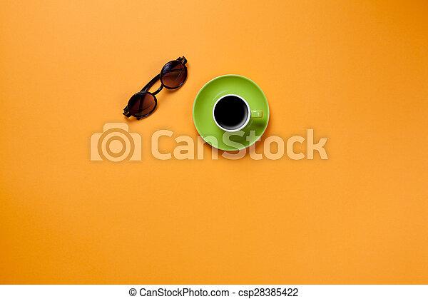 Una taza de café con gafas - csp28385422