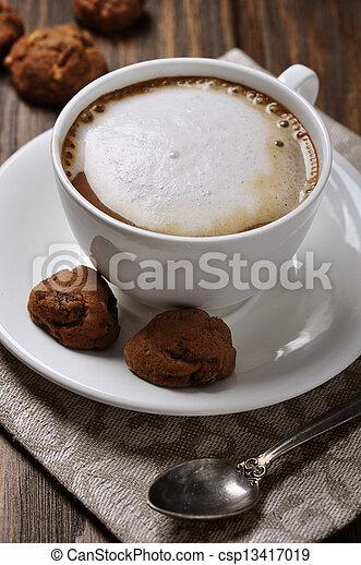 Una taza de café con biscotti - csp13417019