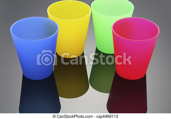 Tazas plásticas - csp4469113