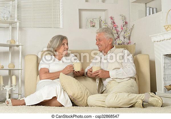 tea, öregedő emberek - csp32868547