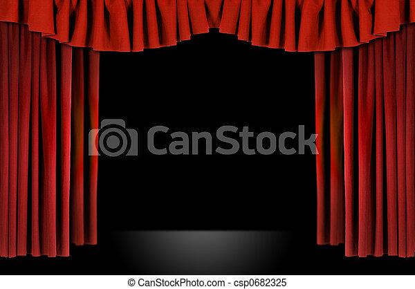 Cortinas de teatro con cortinas rojas - csp0682325