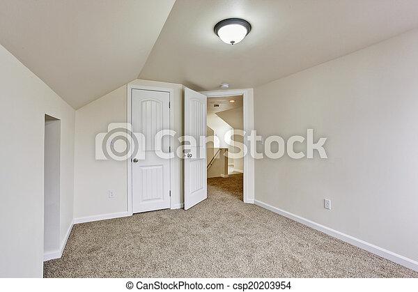 Habitación vacía con techo acorazado - csp20203954